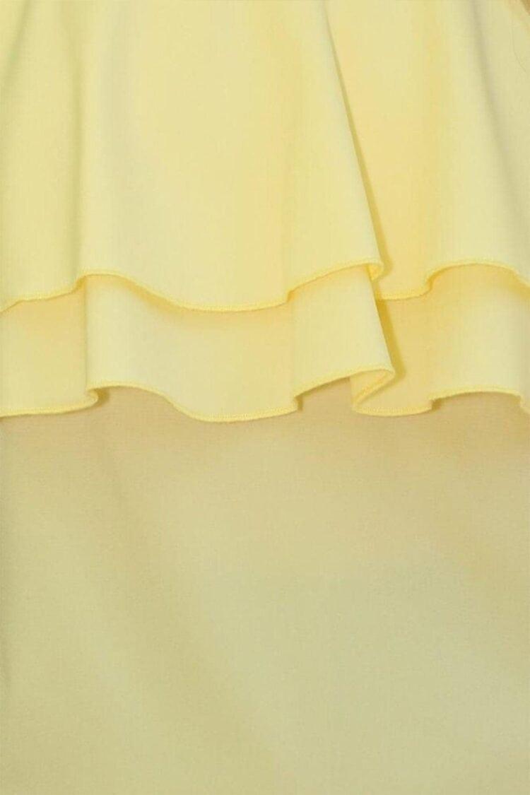 Geltona pastelinė palaidinė ant petnešėlių