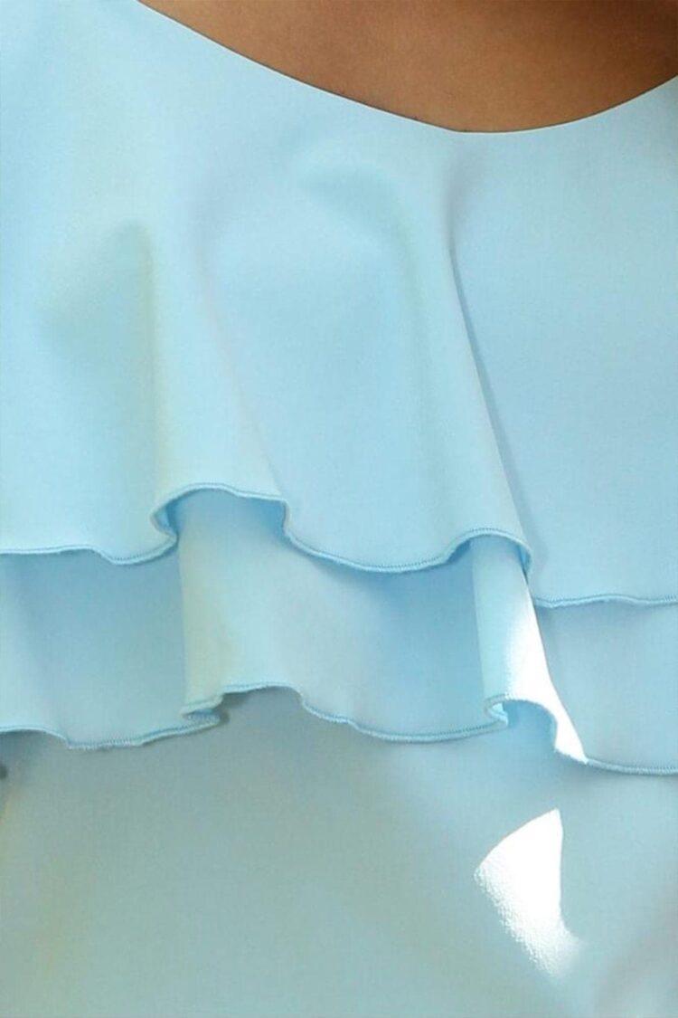 Šviesiai mėlyna pastelinė palaidinė ant petnešėlių