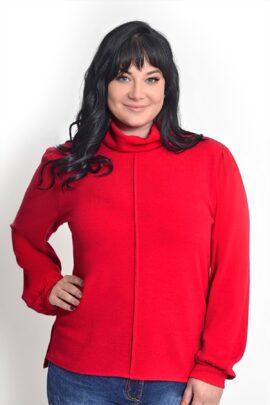 Moteris su Raudonu megztiniu ilgomis rankovėmis bei aukštu kaklu ir vertikalia siūle priekyje
