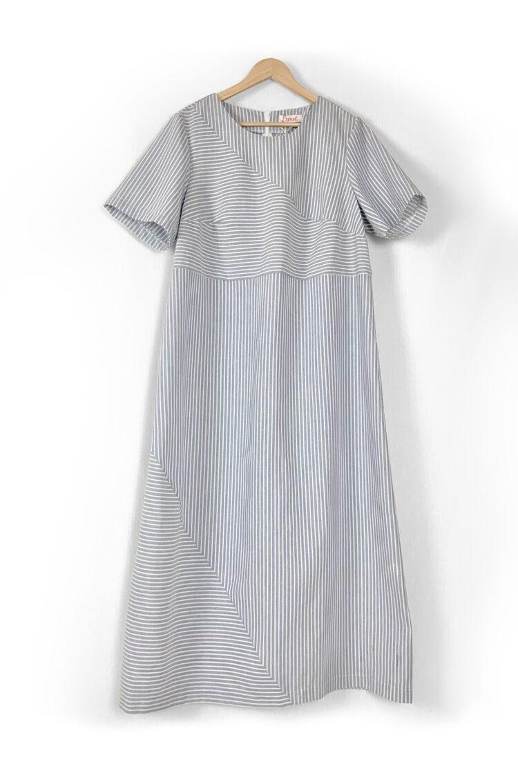 Lininė dryžuota šviesi suknelė trumpomis rankovėmis