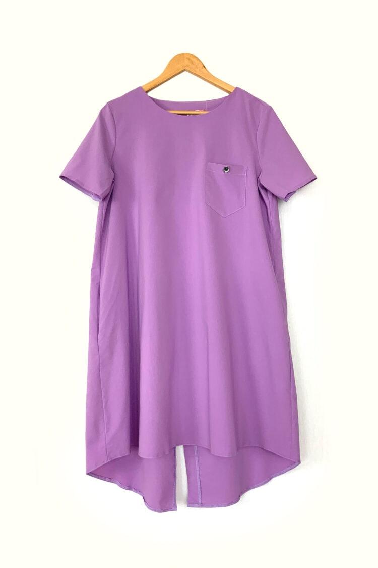 Levandų spalvos ryški laisva patogi suknelė
