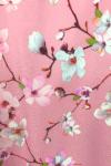 Rožinė palaidinė su žiedlapiais detalė