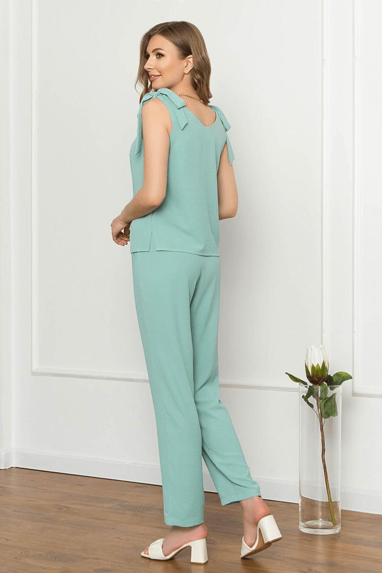 Mėlynos spalvos laisvas lengvas dviejų dalių kostiumėlis