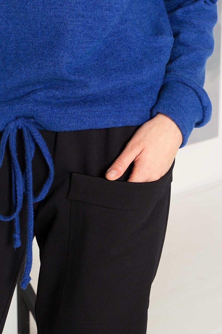 Juodos patogios trikotažinės kelnės su kišenėmis ir virvute detalė
