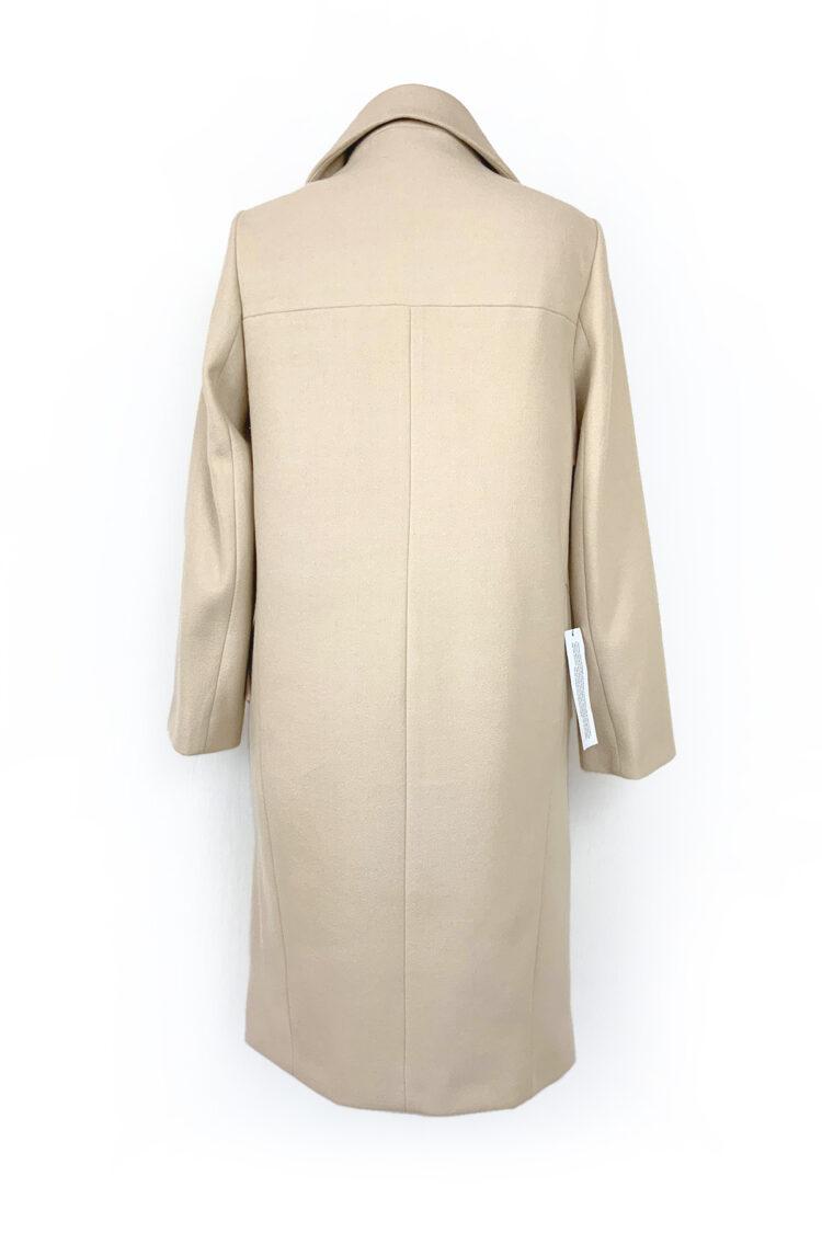 šviesus minimalistinis paltas su sagomis