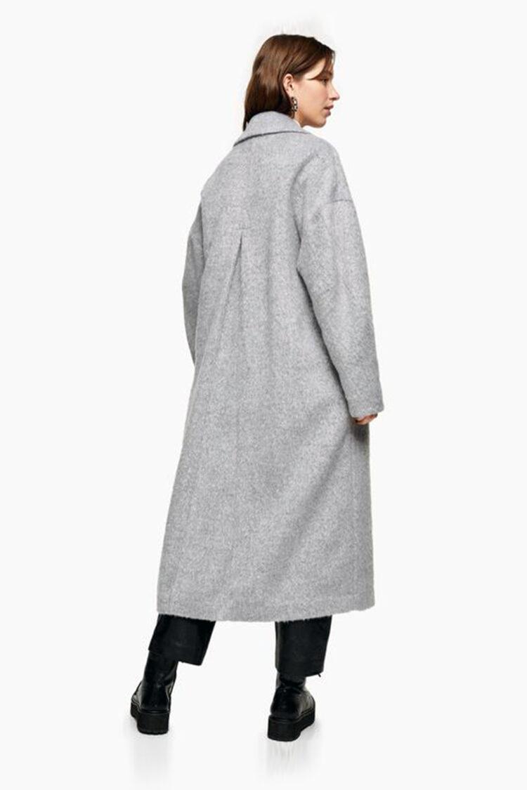 Pilkas minimalistinis ilgas paltas su kišenėmis ir viena saga